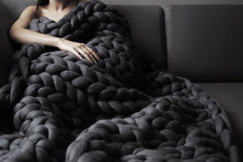 giant knitted blankets for you at ohhio me domain me blog. Black Bedroom Furniture Sets. Home Design Ideas
